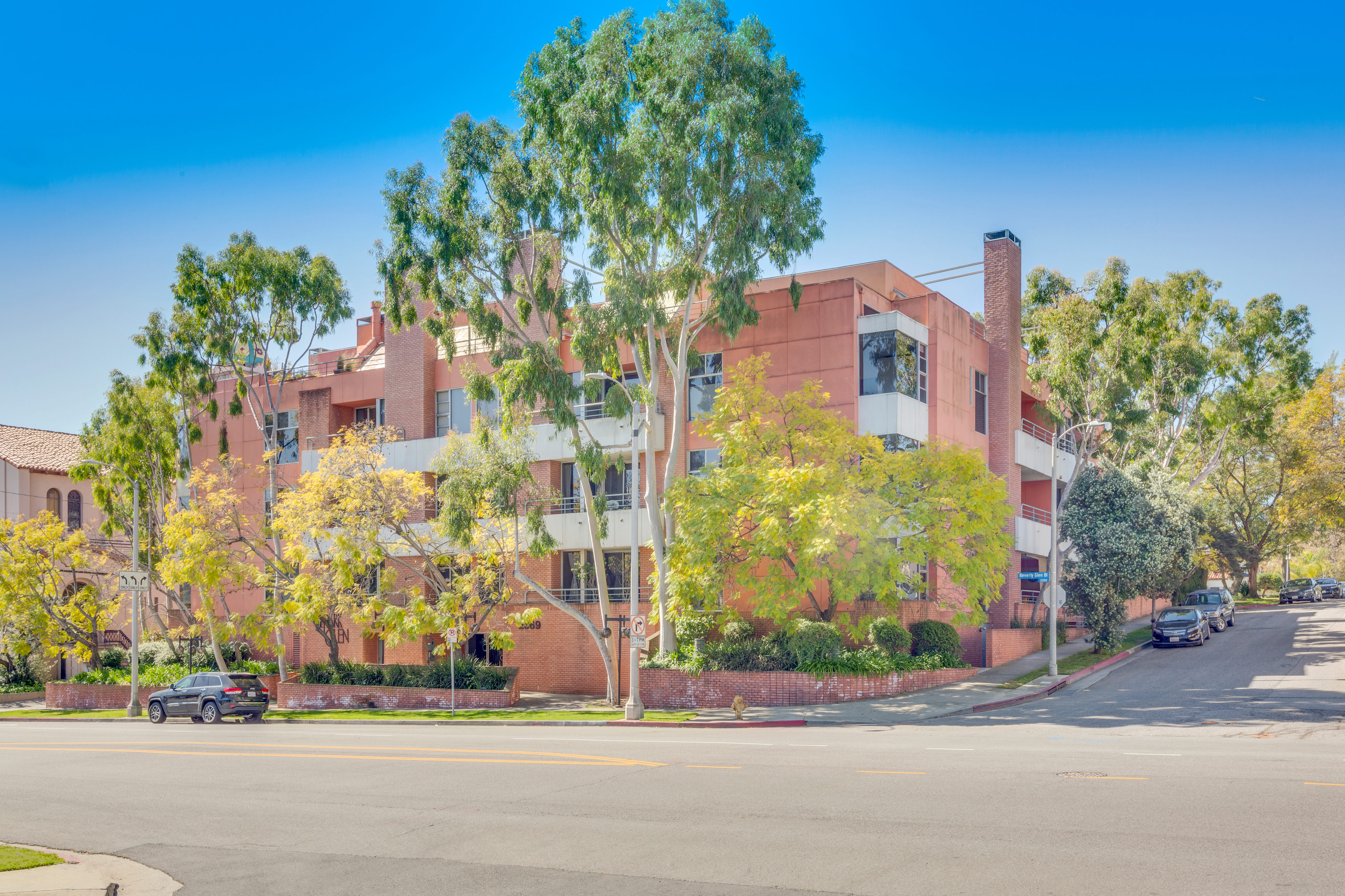 2369 S Beverly Glen Boulevard, #201 - Brad Keyes Real Estate